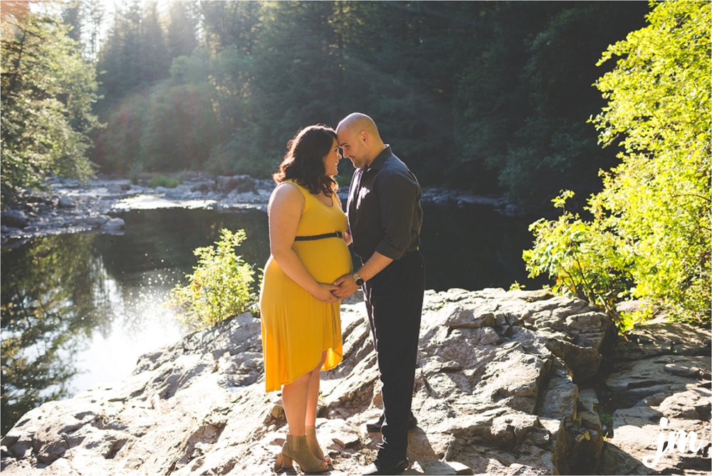 jannicka-mayte-moulton-falls-park-maternity-session-pacific-northwest-lifestyle-photographer_0017.jpg
