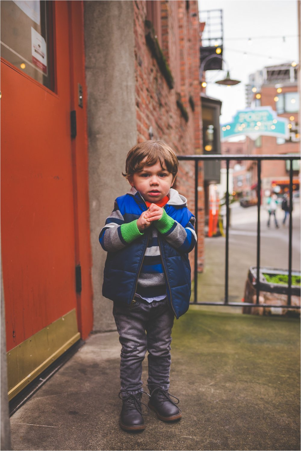 downtown-seattle-pike-place-market-family-session-jannicka-mayte-seattle-wa-family-photographer_0012.jpg