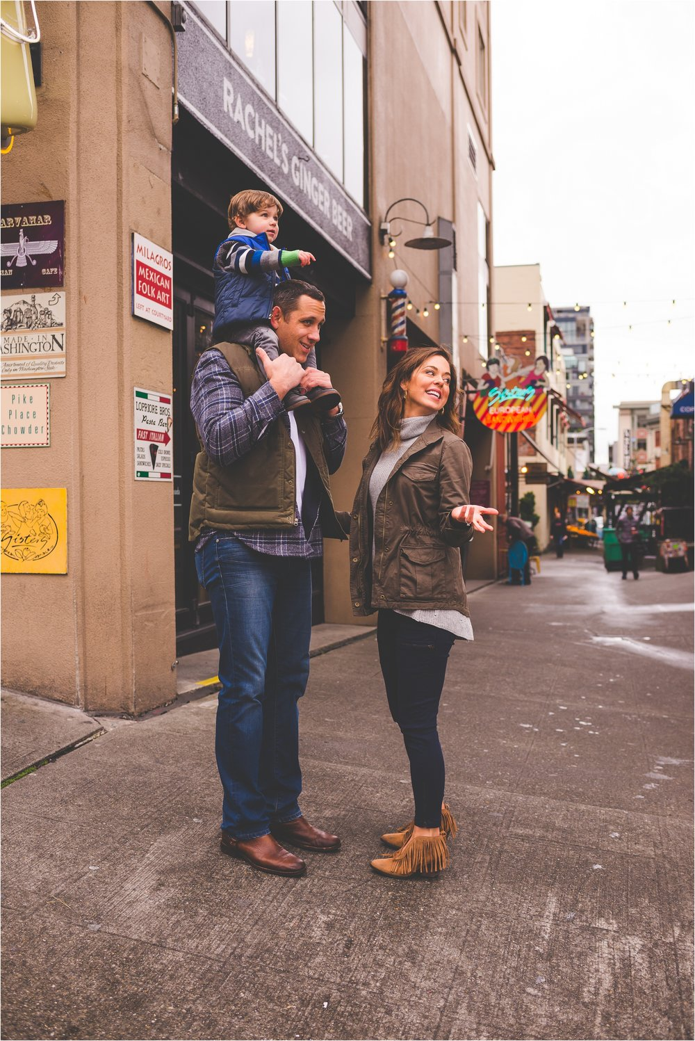 downtown-seattle-pike-place-market-family-session-jannicka-mayte-seattle-wa-family-photographer_0014.jpg