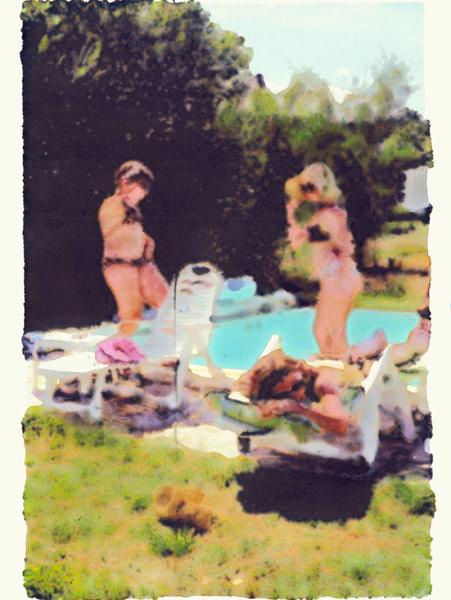 girlsbyswimminhpool.jpg