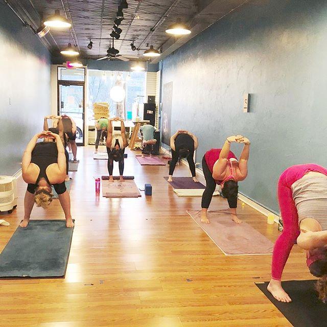 Thursday 9:30am / 5:45pm basics / 7:15pm #ayo #AYOyogi #loveayo 💙 . . . . . #yogaeverydamnday #yogafun #yogafit #yogainspiration #yogainspo #asana #mindbodysoul #savasana #yogafam #yogadaily #yogapractice #breathe #pghpoweryoga #poweryoga #pittsburgh #yogisofinstagram #goodvibesonly #lovelovelove #yogalove #yogavibes #yogaforeverybody #yogaart #yogafun #yogafamily #namaste
