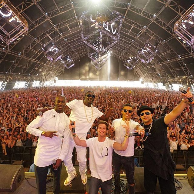 Sean Paul on stage with Matoma and Akon during the second week of Coachella. Image credit @duttypaul.