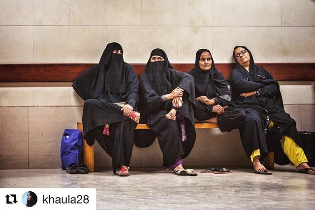 The amazing and talented @khaula28 📸#thestoryboxes  #Repost @khaula28 with @get_repost ・・・ On assignment for @thestoryboxes for a documentary about the impact of technology on the healthcare system in Pakistan. #onassignment #karachi #pakistan #documentaryphotography