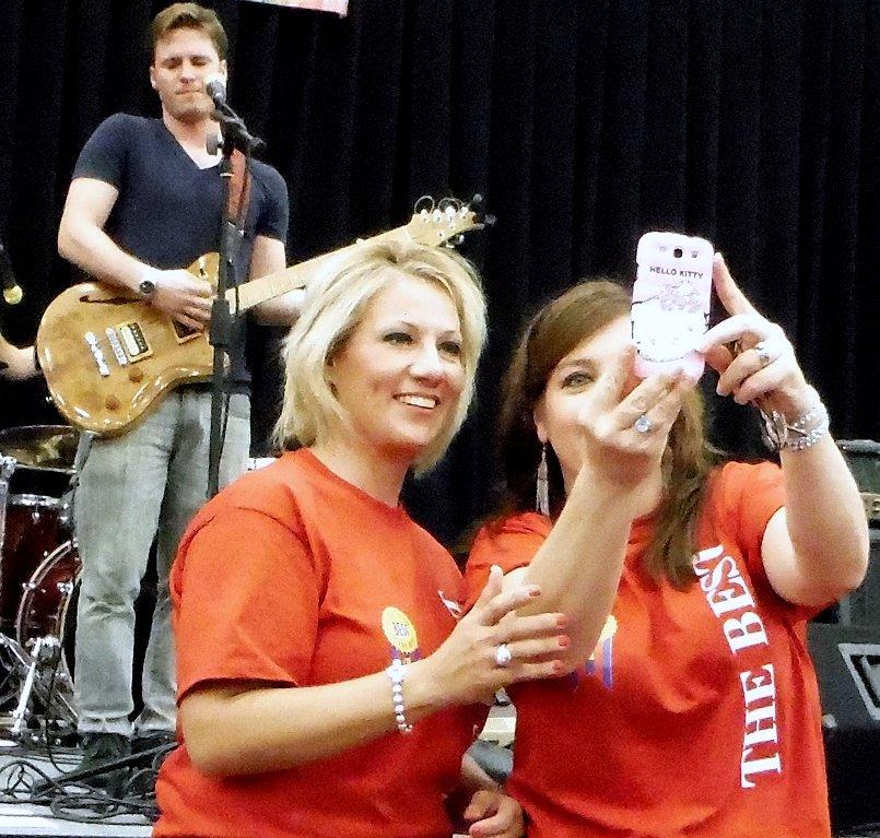 Girls Do Selfie with Dreamboat in Corpus.jpg