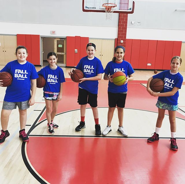 Some of our lady ballers showing off their casual triple threat picture pose. Nice work girls!! 🏀