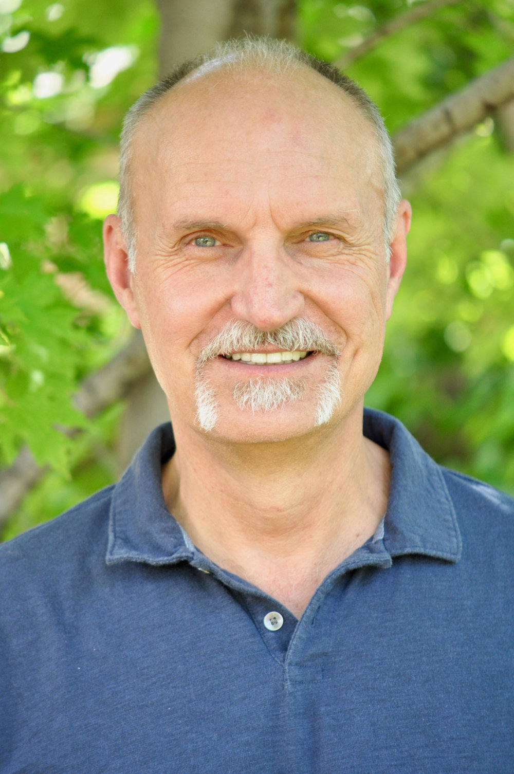 - Bob is the founder of The Cross Ministry Group and creator of the Men at the Cross and Women at the Cross weekend retreats. He is also the creator of several events for men and women - Living in Truth, Breaking Down the Walls and a series of workshops dealing with loving God with all of our Heart, Soul, Mind and Strength. Bob has a Master of Divinity from Gordon-Conwell Theological Seminary in South Hamilton, Massachusetts and Master of Arts in Counseling from Denver Seminary in Denver, Colorado.His passion is to join with others in creating opportunities for people to more fully live out their new selves in Christ and to experience the freedom that comes from God's grace and truth.