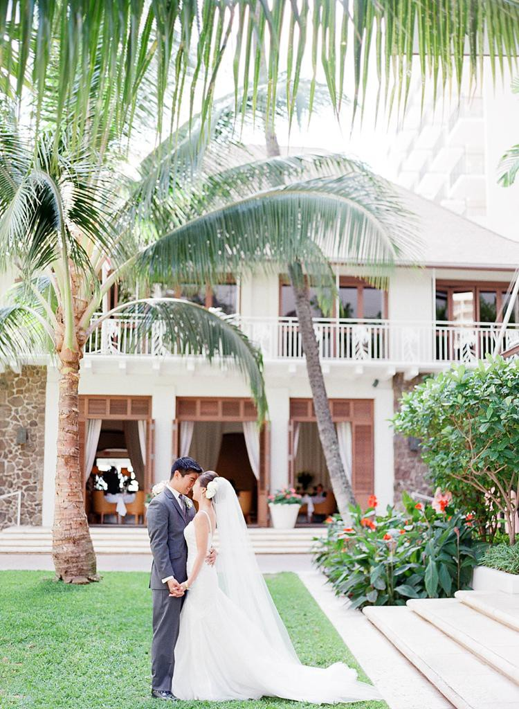 Halekulani Waikiki Ballroom Wedding | Ashley Goodwin Photography_0015