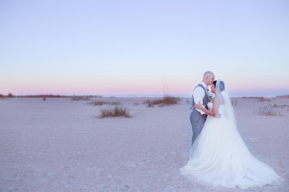 Sunset wedding photo ideas | wedding in st.augustine beach
