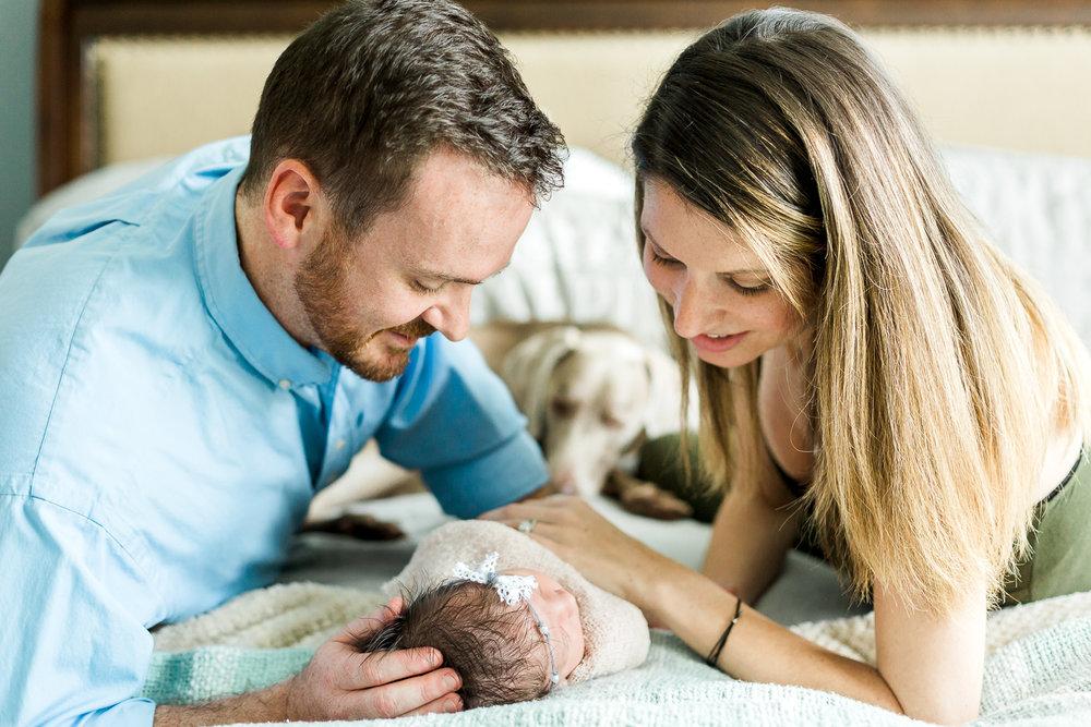 baby's newborn sessino at home