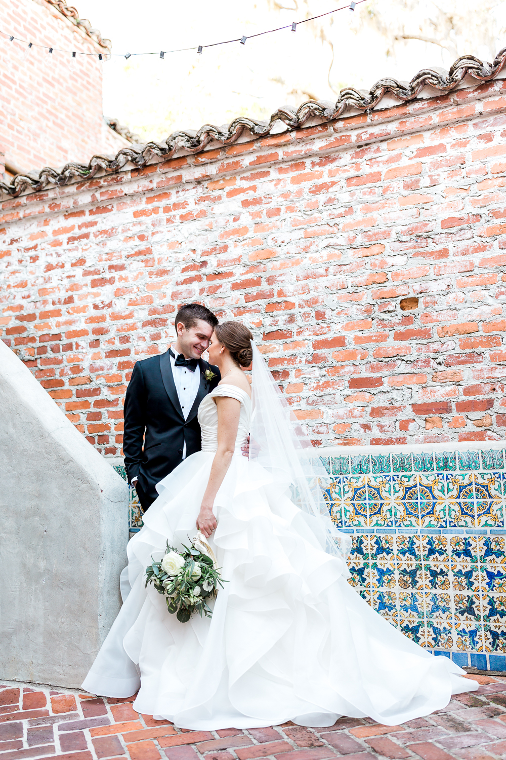 bride and groom in Casa feliz, winter park, fl. Wedding picture ideas