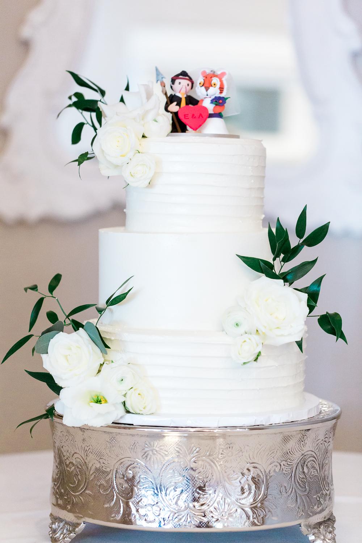 Wedding cake by Creme de la Cocoa