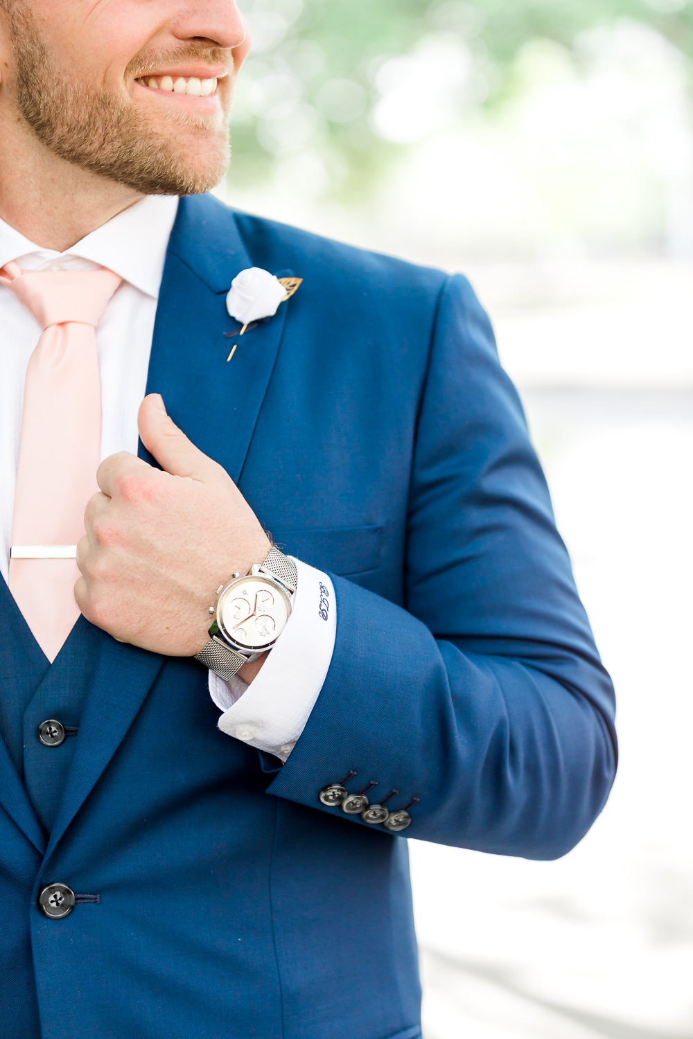 Groom's picture and posing ideas