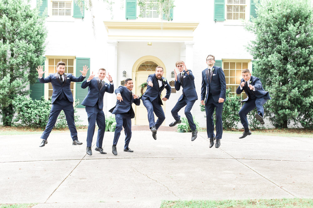 groom and groomsmen picture ideas