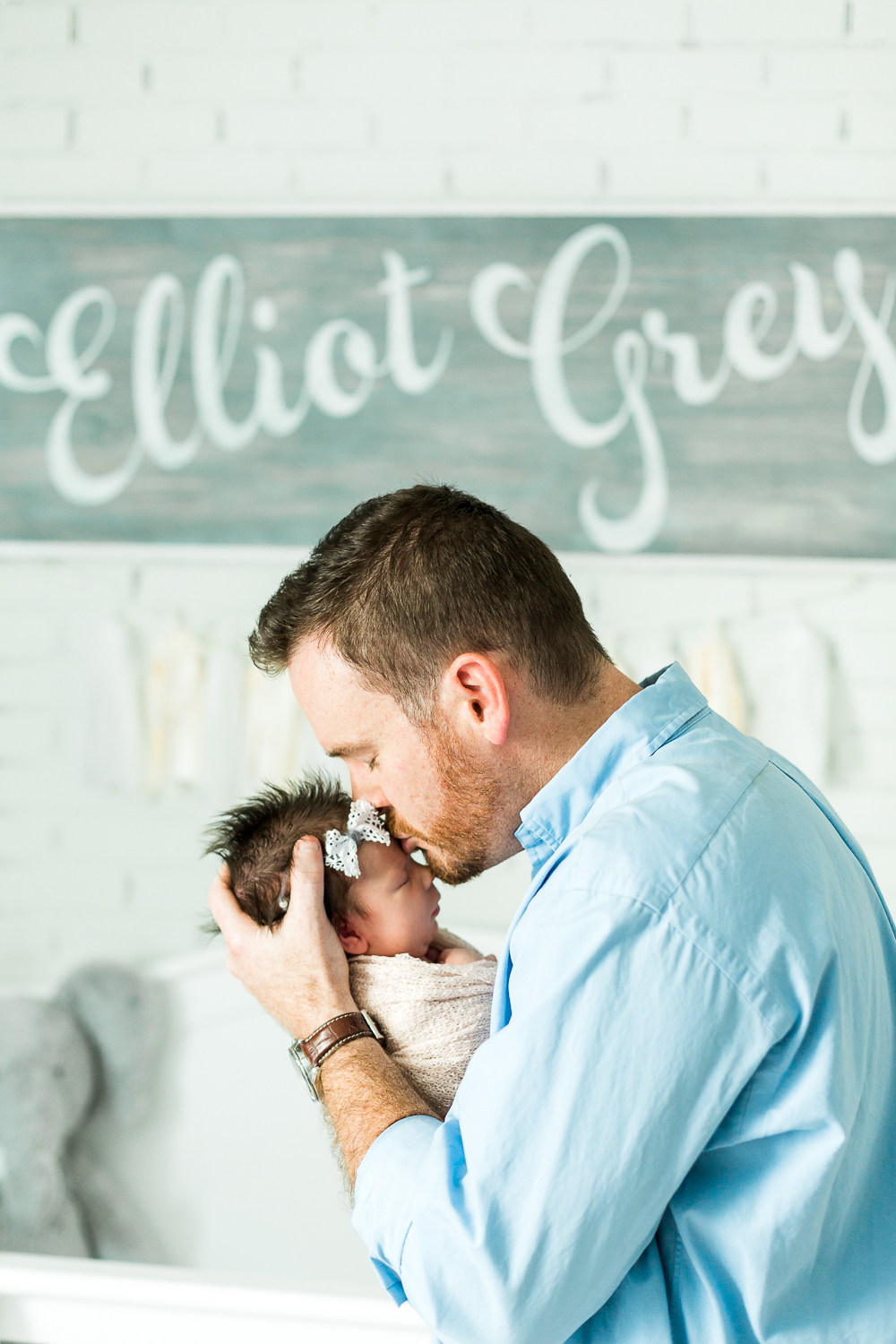 dad kissing his baby girl during lifestyle newborn session