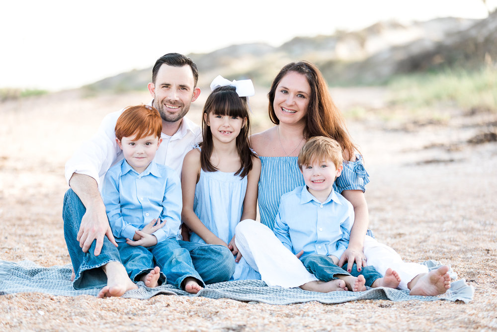 big family picture and posing ideas at the beach