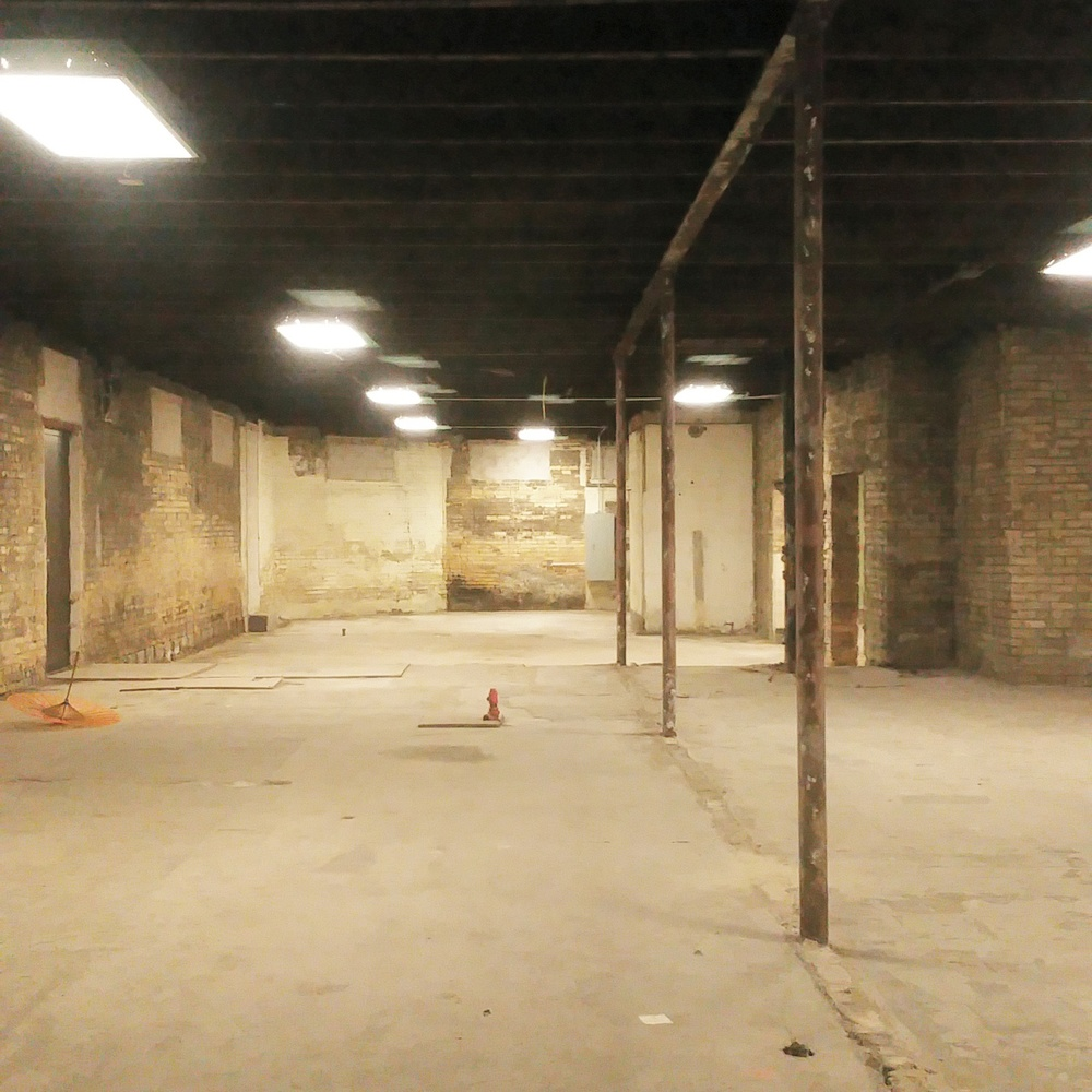 abandoned storefront - argyle, chicago