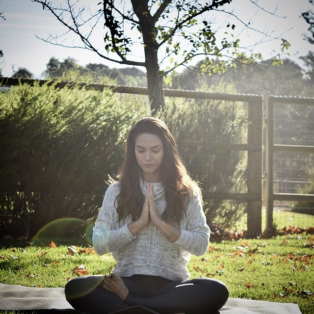 """Em oração e meditação por todos que estão em sofrimento e dor nesse momento. Emanando luz para iluminar a escuridão... 🙏🏻✨ """"Lokah Samastah Sukhino Bhavantu"""" """"May all beings everywhere be happy and free, and may the thoughts, words, and actions of my own life contribute in some way to that happiness and to that freedom for all."""" #emanandoluz #mantra #namaste #sendingloveandlight #somostodosbrumadinho"""
