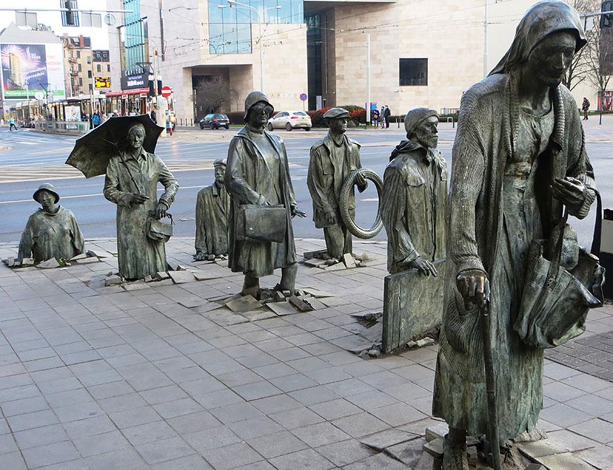 El Monumento de un transeúnte anónimo, Wroclaw, Polonia