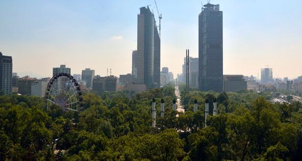 Vista de la Gran Rueda CDMX desde el castillo de Chapultepec