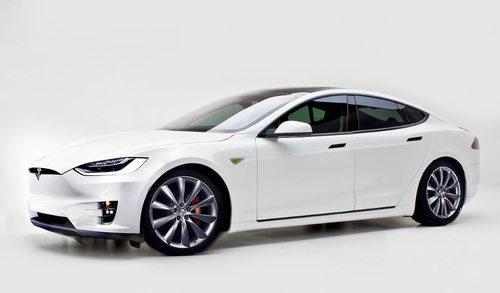 Tesla 3 confirmado para ir frontalmente contra BMW