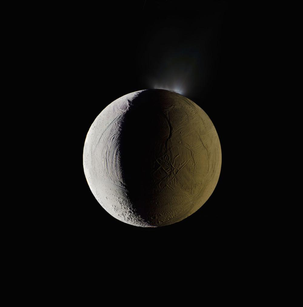 Enceladus. La sexta luna más grande de Saturno. 25 de diciembre de 2009