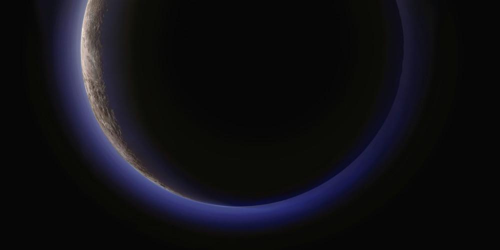 Plutón y su atmósfera brumosa. 14 de julio de 2015.