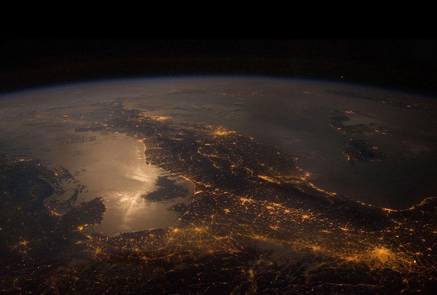 El reflejo de la luna sobre el Mar Adriático.