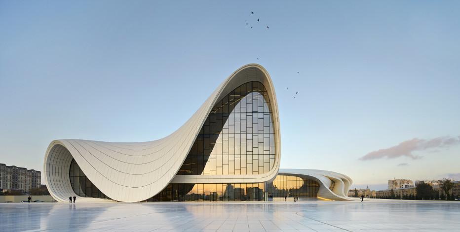 The Heydar Aliyev Center en Baku, Azerbaijan