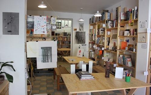 Aeromoto, la primera biblioteca pública de arte contemporáneo en México