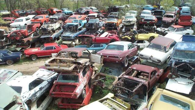 El lote de autos de los Avery