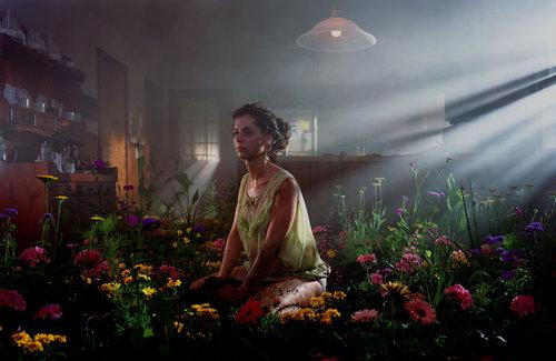 Gregory Crewdson y su melancólica fotografía