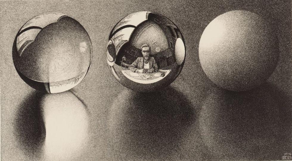 Three Spheres II, 1946 - Las tres esferas están hechas de distintos materiales. Una opaca. otra transparente y la última es especular. Lo curioso es que podemos ver dentro del propio dibujo de las tres esferas a Escher reflejado