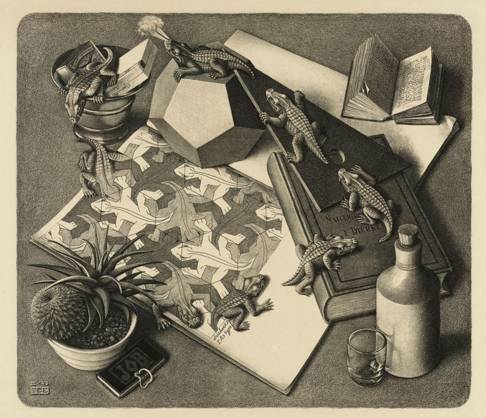 """Reptiles, 1943 - Los famosos patrones matemáticos e infinitos plasmados en dos dimensiones de Escher. El empleo de la mesa de escritorio del propio artista, permite jugar con la representación del volumen de los objetos y un dibujo que justifica el empleo del patrón. A lo que Escher llamaba """"división regular del espacio"""""""