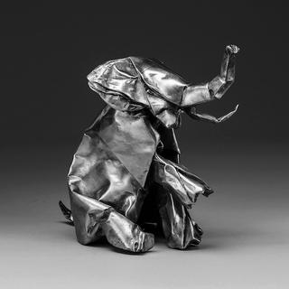 10. Jlin - Black Origami - Jerrilynn Patton regresó este 2017 con un proyecto casi matemático a la hora de tejer bases abstractas musicales;su estilo es completamente inclasificable, surrealista y muy personal. Podría decirse que tiene una personalidad rítmica tribal y muy salvaje; Literalmente el título del álbum es lo que vas a escuchar, una infalible fusión entre África y Japón.