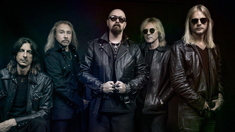Judas Priest (sábado) - La banda más influyente del género en los años setentas, quienes re-definieron el sonido y moldearon el futuro a donde iba a llegar la explosión de agrupaciones unos años más tarde. Rob Halford y compañía son de las pocas bandas legendarias que continúan sacando material igual de trascendental e imponente de lo que hacían en sus mejores años. Siguen en un gran momento y no piensan parar. De lo mejor del festival y por mucho.