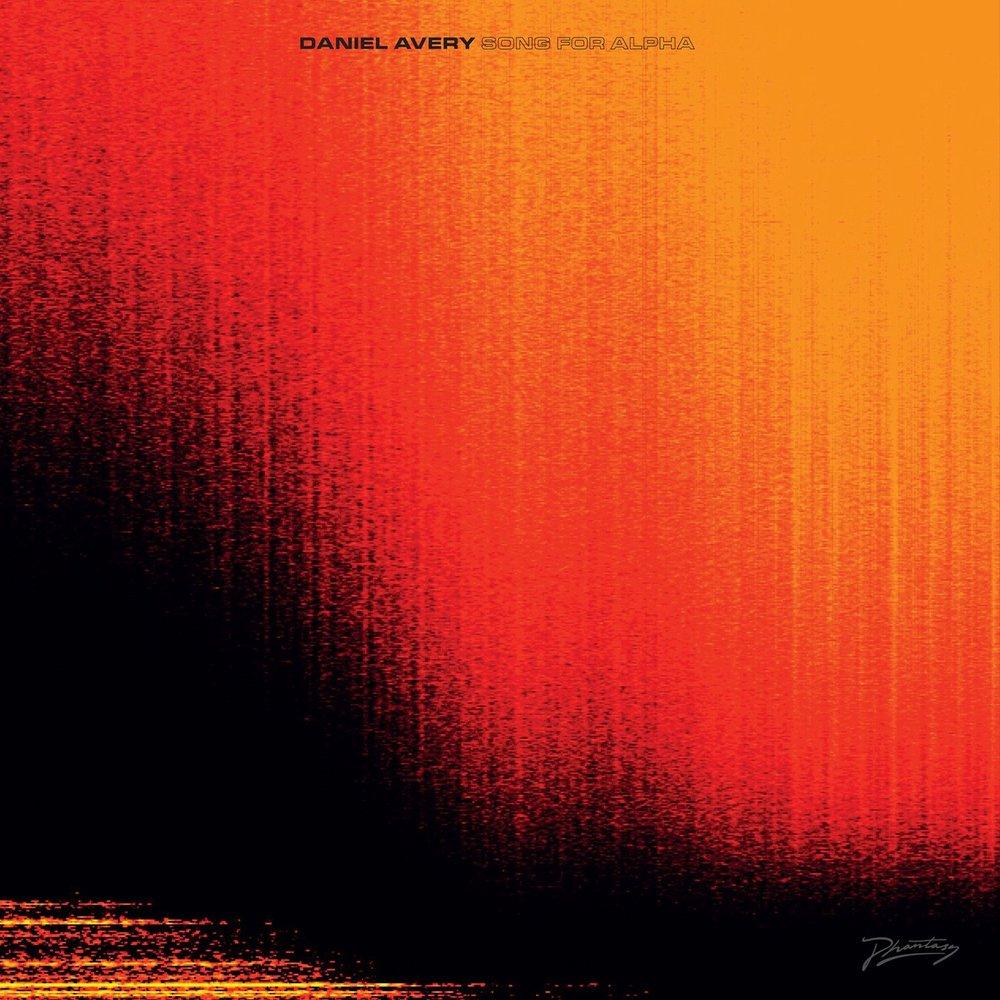 Daniel Avery - Song For Alpha - Del techno europeo, podríamos decir que Avery hace cosas singulares y extrañas que van desde la calma meditativa hasta el ímpetu de querer bailar. El beat de este álbum es exquisitamente suave y preciso.