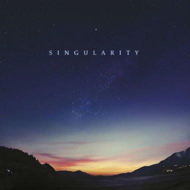 11. Jon Hopkins - Singularity - Hopkins es un compositor consumado actualmente dentro del universo elegante del ambient y el techno.Su más reciente lanzamiento es un palpitante vaivén cósmico-mecánico que parte de la quietud y se encarrera violentamente.