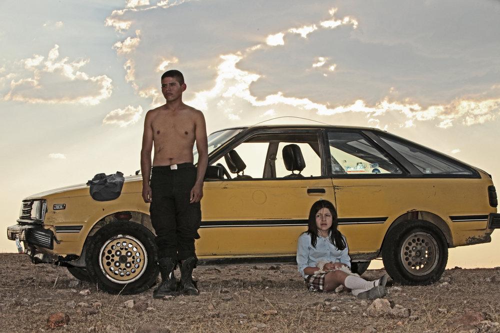 Heli (2013) - El director mexicano Amat Escalante (La Región Salvaje) ganó con esta película como mejor director del festival de Cannes. Heli se ambienta en un remoto pueblo de México en donde la población solo tiene dos medios para ganarse la vida: En una ensambladora de coches pésimamente mal pagado (ahí trabaja Heli) o para el cartel de drogas. Estela, la hermana de Heli, se enamora de un cadete que le propone escapar y poder casarse. Una película que demuestra que por azares del destino, cuando te encuentras en situación de pobreza o violencia extrema, de alguna manera acabas cayendo en el perverso juego de lealtades y traiciones del narcotráfico