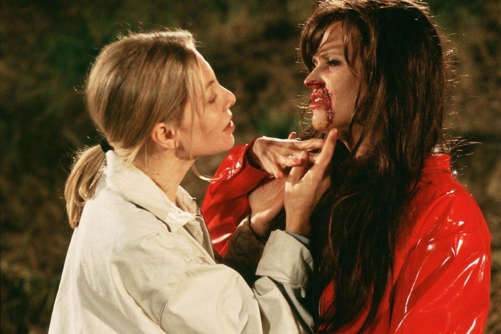 Todo sobre mi madre (1999) - Esta película de Pedro Almodóvar retrata la vida de una señora que perdió a su hijo terriblemente... traumada regresa a su vida de España encontrándose a amigos de su sombrío pasado y ayudando a personas que jamás imaginaría.