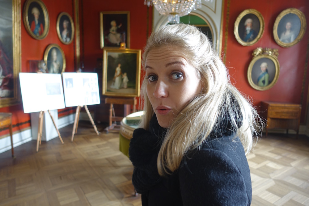 eve making a funny face inside castle rosenborg