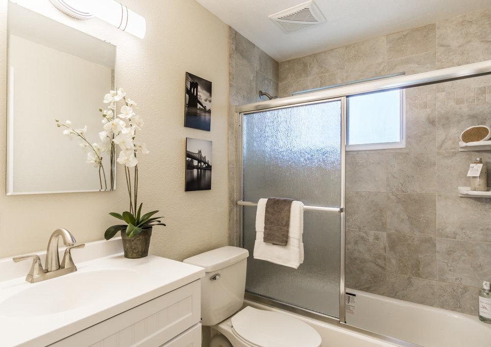 Hall Bath (1 of 1).jpg
