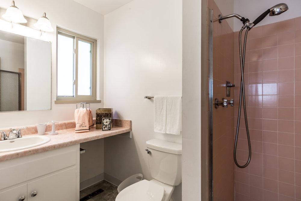 Mstr Bdrm Bath (1 of 1).jpg