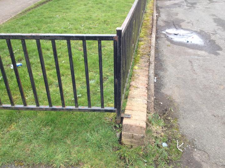 ....Existing Waenheulog 'gateway' wall - south west end   Wal 'borth' bresennol Waunheulog – y pen de-orllewinol
