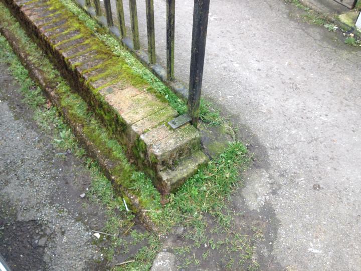 Existing Waenheulog 'gateway' wall - north east end.   Wal 'borth' bresennol Waunheulog – y pen gogledd-dwyreiniol.