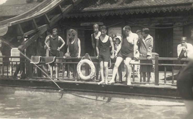 1928a.jpg