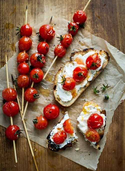 GRILLED TOMATO TOAST WITH CHEESE