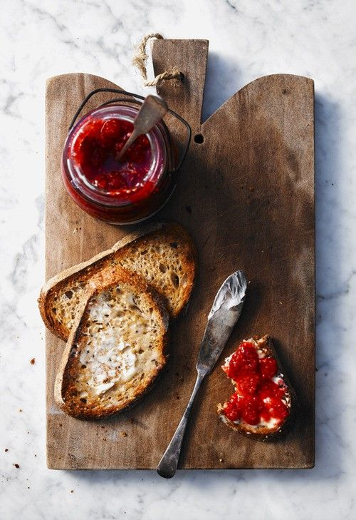 BREAD WITH BUTTER AND JAM