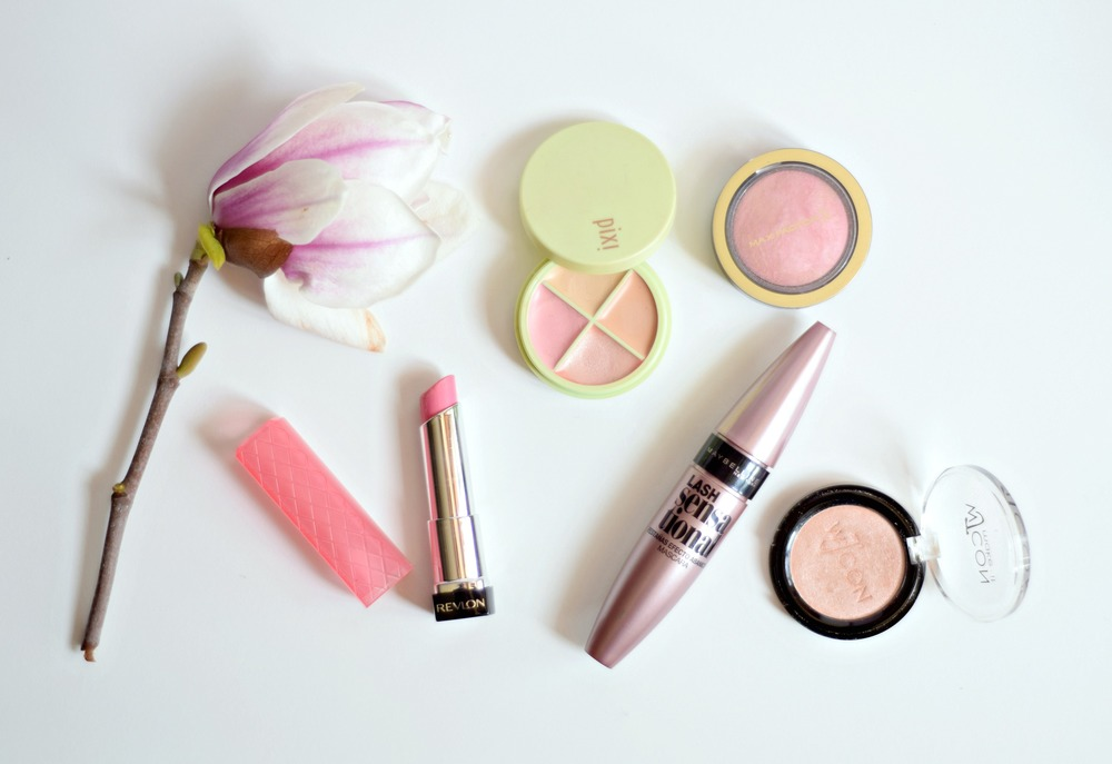 Spring Makeup Look - Simple, quick and easy peachy/pink makeup | www.theprettypeony.com