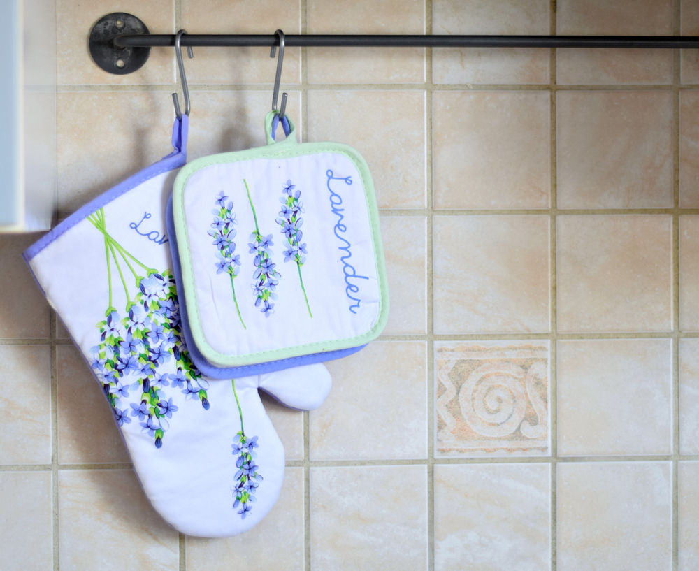 Weekend Notes | Lavender Kitchen Pot Holders www.theprettypeony.com