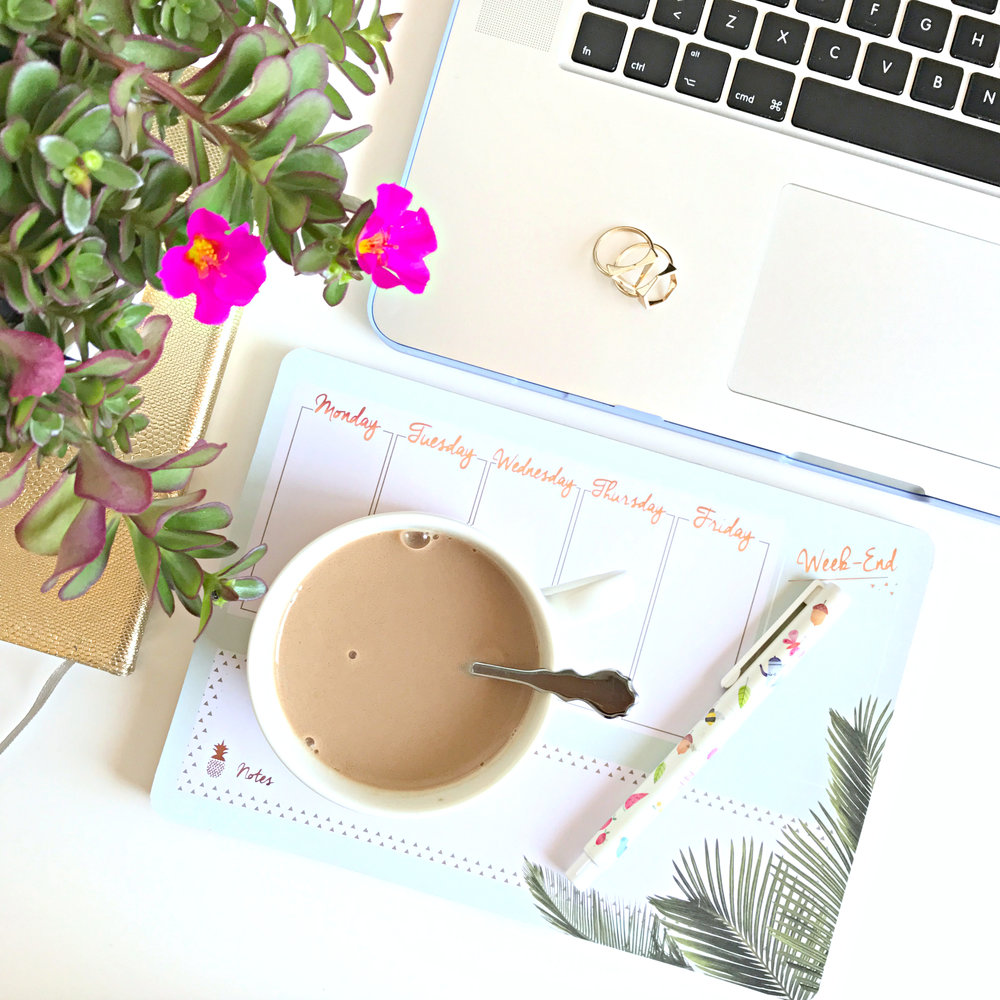 Simple ways to refresh your desk space | www.theprettypeony.com